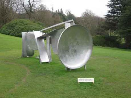 Anthony Caro has made an emotional piece of sculpture which arrests the viewer and makes one look at the detail,